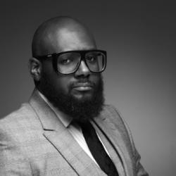 Pourquoi les hommes chauves entretiennent-ils leurs barbes avec soin ?