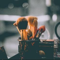 Pourquoi le make up est-il la plus grande arnaque de la beauté...