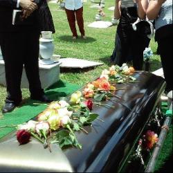 Pourquoi en Afrique on cotise pour le cercueil mais pas pour...